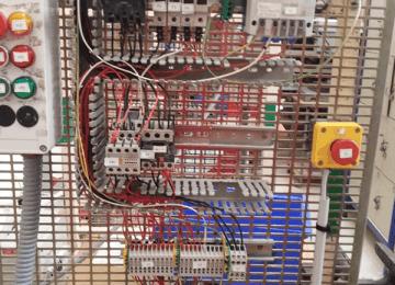 Câblage sur une platine industrielle (2de Bac Pro MELEC)