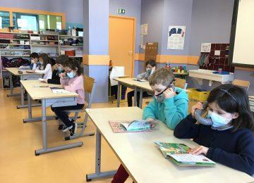 Des chuchoteurs pour les CP : une aide à l'apprentissage de la lecture