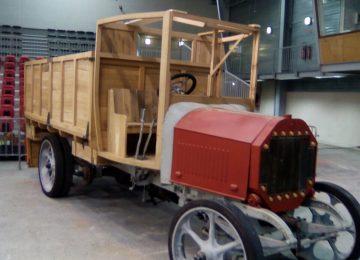 Le camion militaire restauré par les élèves de CAP FMMA || exposé au Salon RétroPolis