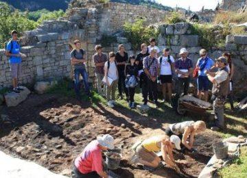 Les Tles BMA découvrent les ruines de Montfaucon